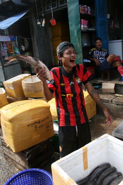 IMG_1189_Myanmar.fishvendor.laughing