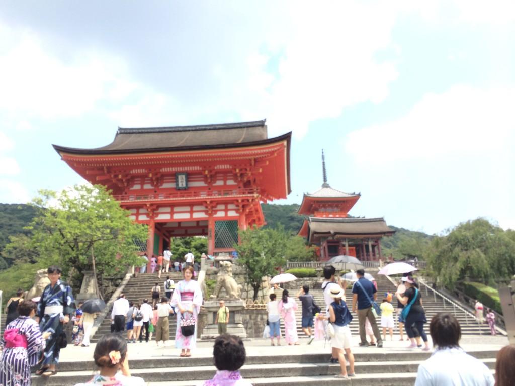 Entrance to Kiyomizu-dera