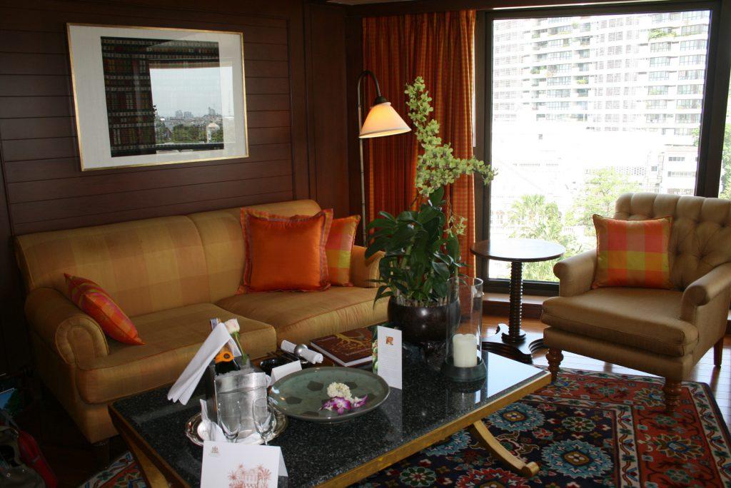 img_1271_orientalbangkok-room-sitting-area